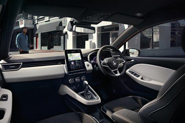 CLIO small car interior