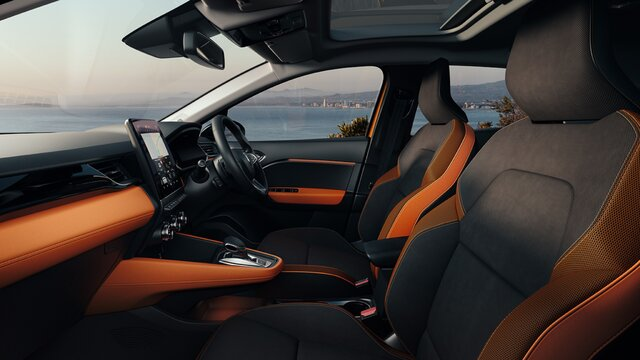 Renault CAPTUR orange interior