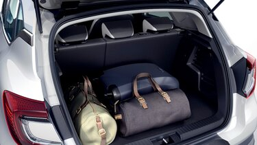 Renault CAPTUR interior front and rear seats
