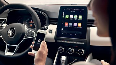 smartphone replication on 9.3 inch touch screen CLIO