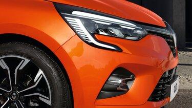 CLIO orange exterior
