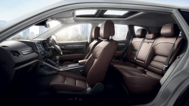 Renault KOLEOS interior, front and rear seats in the cabin