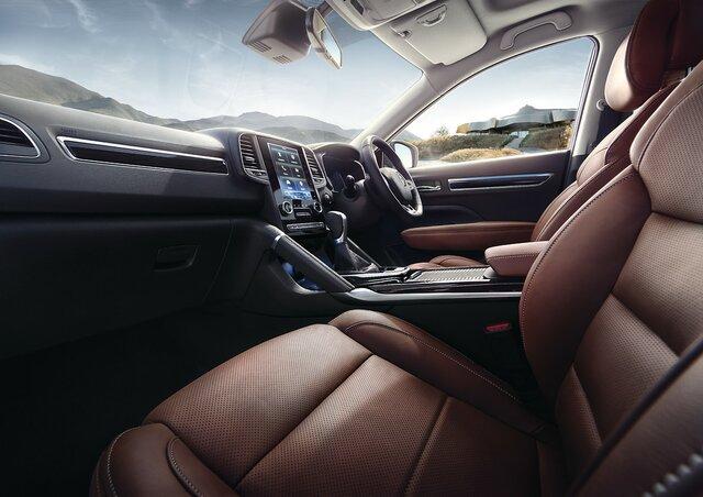 Renault KOLEOS interior, dashboard, steering wheel and multimedia screen