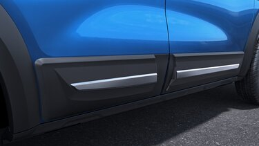 Body side cladding with chrome