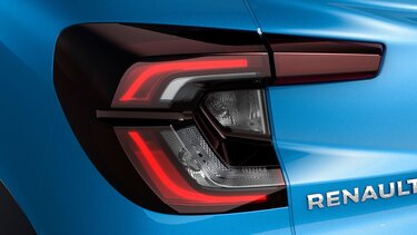 c-shaped signature LED tail lamps