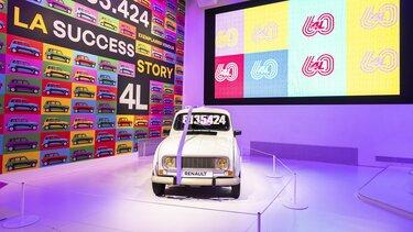 60 ans 4L salon Renault