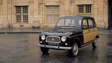 RENAULT 4 in a square