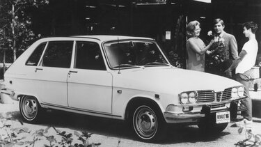 RENAULT 16 black and white
