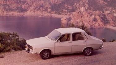 RENAULT 12 white side view