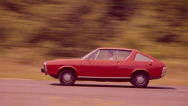 RENAULT 17 red side view