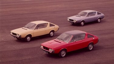 Several RENAULT 17s in a car park