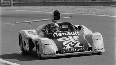 RENAULT ALPINE A442 with driver