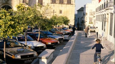RENAULT FUEGO parking