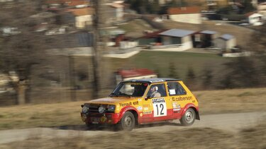 RENAULT 5 ALPINE GROUPE 2 on the road