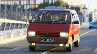 RENAULT ESPACE front end on the road