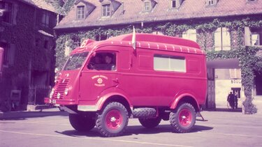 RENAULT FOURGON 1000 KG rouge
