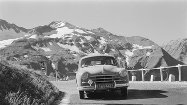 RENAULT FRÉGATE in the mountains