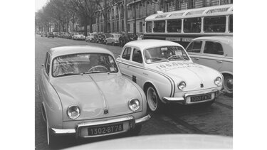RENAULT DAUPHINE on the road