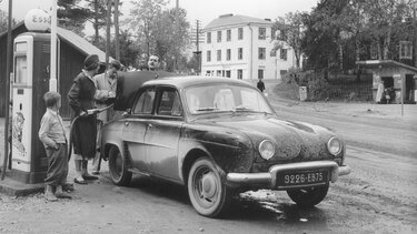 RENAULT DAUPHINE at a petrol station