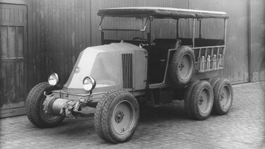 RENAULT SIX-WHEELER TYPE MH parked black and white