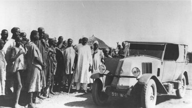RENAULT TYPE NN with African people