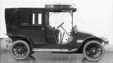 RENAULT TYPE BY black and white side view