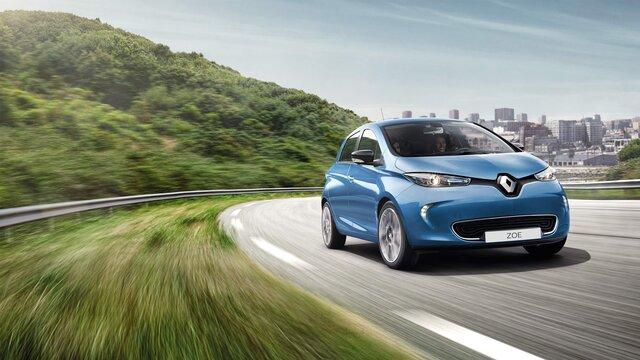 Renault zoe na drodze z przodu