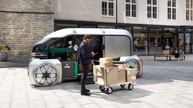 Mann belädt den EZ PRO Concept Car mit Kartons