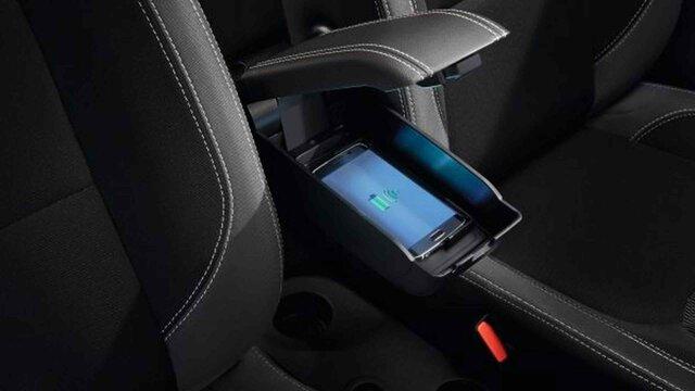 Renault CLIO – Smartphone-Ladegerät