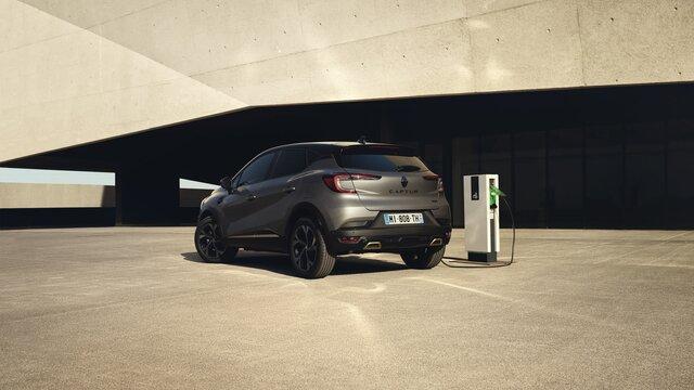 Orange Renault CAPTUR exterior