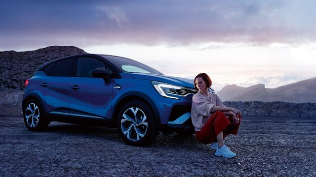 CAPTUR SUV, orange front