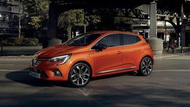 CLIO z zewnątrz w kolorze pomarańczowym
