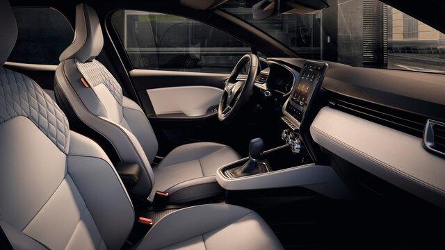 interior CLIO INITIALE PARIS