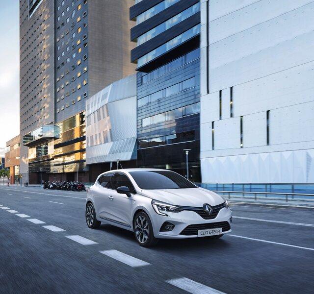 CLIO Hybrid city car exterior