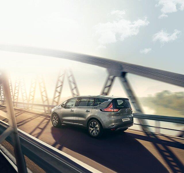 Renault ESPACE na zewnątrz