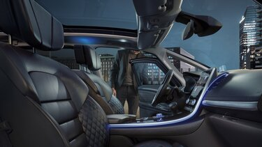 Interiér přední části Renault ESPACE, sedačky v koženém provedení
