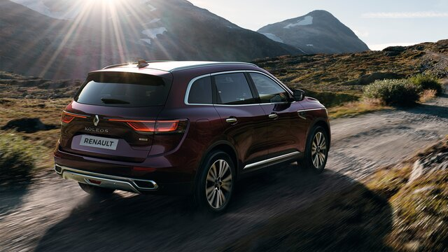 KOLEOS INITIALE PARIS white exterior 3/4 front end