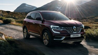 Bordeaux Renault KOLEOS exterior, full LED headlights, C-Shape