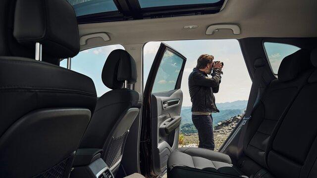 Přední a zadní sedadla v kabině vozu Renault KOLEOS