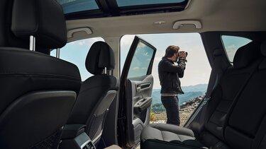 Renault KOLEOS belső tere, az első és a hátsó ülőhelyekkel