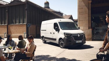 Renault - MASTER Z.E. driving range and charging