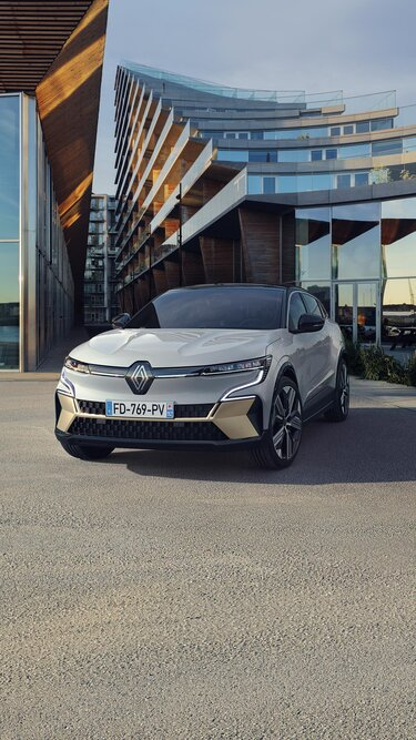 All-new Renault Megane E-Tech 100% electric - front end