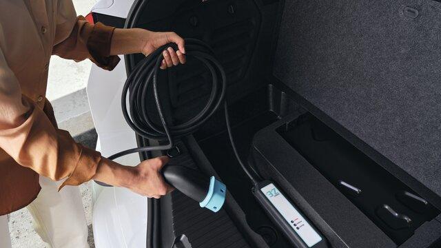Renault MEGANE Grandtour E-TECH – Fahrerbildschirm des Hybridfahrzeugs