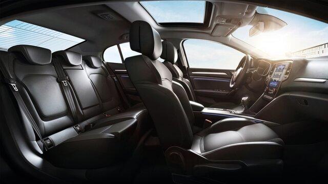 Predné a zadné sedadlá v interiéri MEGANE Sedan