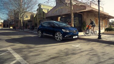 Renault SCENIC in giallo