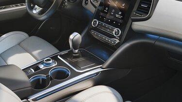 Renault TALISMAN hatchback wewnątrz - dźwignia zmiany biegów i uchwyt na kubki