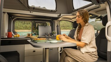 all-new Renault Trafic SpaceNomad exterior design