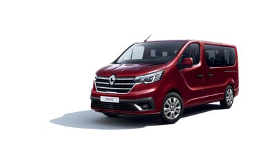 3/4 pohľad spredu na Nový Renault TRAFIC Passenger v karmínovo červenej farbe