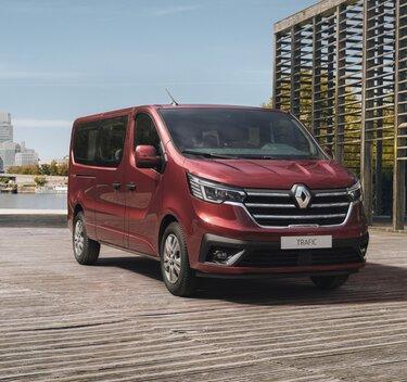 Nový Renault TRAFIC Passenger v červenej karmínovej farbe