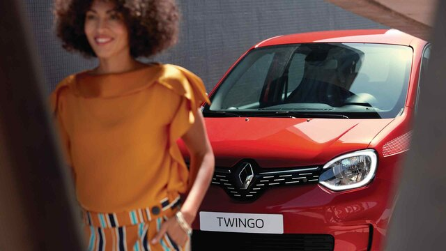 Renault TWINGO vermelho vista dianteira